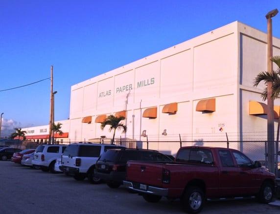 该企业于迈阿密的总部使用再循环纸浆制作50,000张卫生纸。